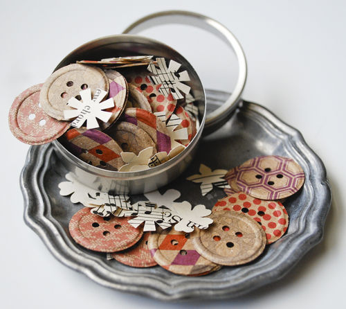 Button and flower tin1